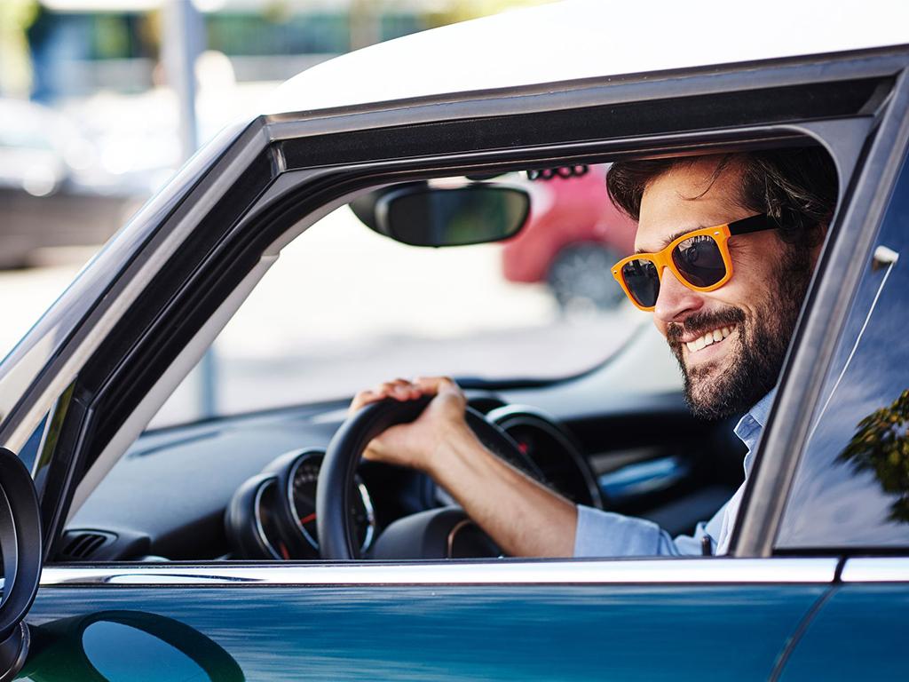 Młodzi kierowcy w firmie